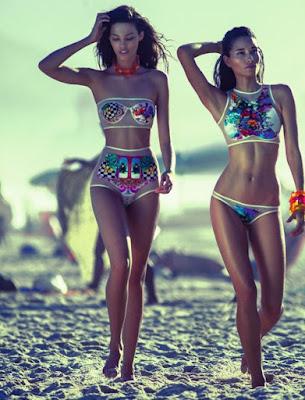 As transparências proporcionam vida longa ao maiô para além da beira da praia e da piscina. Também serão hit nas bolsas de praia.