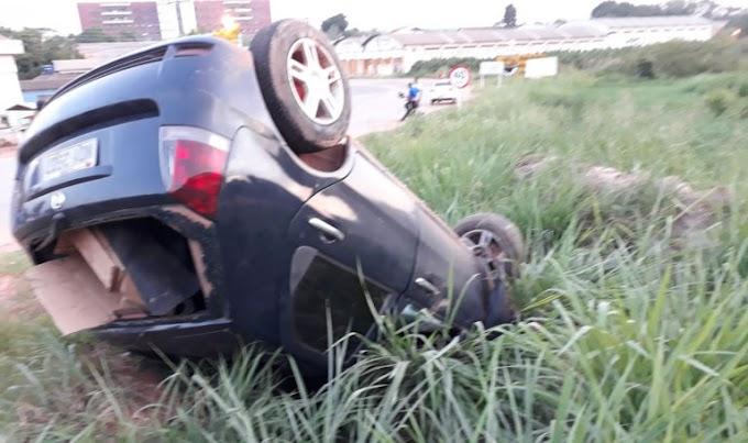 Carro capota na curva da morte em Itaituba