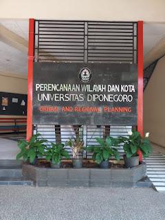 Gambar salahsatu gedung PWK UNDIP yang merupakan Lokasi Favorit untuk Berfoto Setelah Sidang Akhir