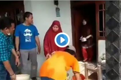 Pelaku Persekusi  #2019GantiPresiden Ternyata Pernah Disiram Emak-Emak, Ini Videonya