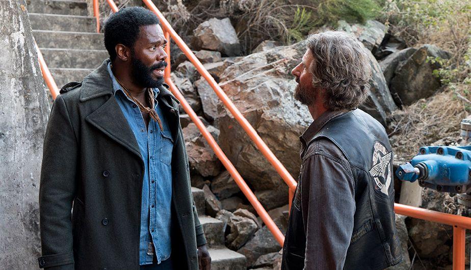Victor Strand y Proctor John en la Season Finale de la tercera temporada de Fear The Walking Dead