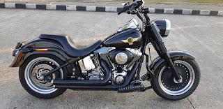 Fatboy anniv 15th 2005 blacky .. odo 19.xxx kilometer ..