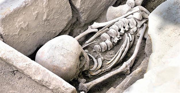 Byzantine burial of young woman unearthed in Stratonikeia