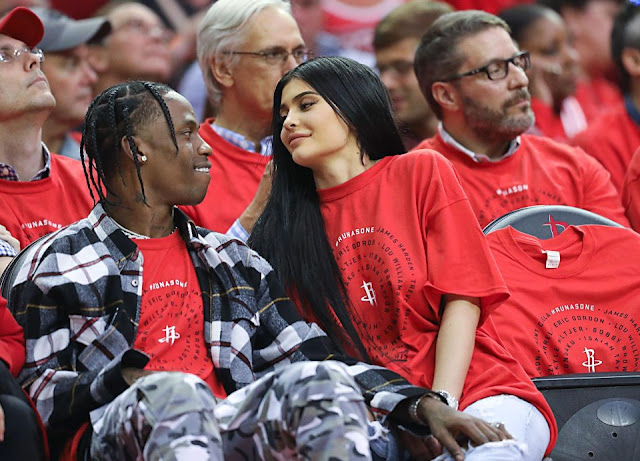 Kylie está esperando o seu primeiro bebê, fruto de sua relação com o rapper, Travis Scott.