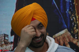 Anushka Sharma with Diljit Dosanjh at Press Meet For Their Movie Phillauri 031.JPG