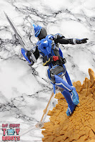 S.H. Figuarts Kamen Rider Blades Lion Senki 30