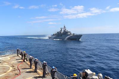 KRI Sultan Hasanuddin 366 Latihan Manuver Taktis Bersama Empat Kapal MTF UNIFIL