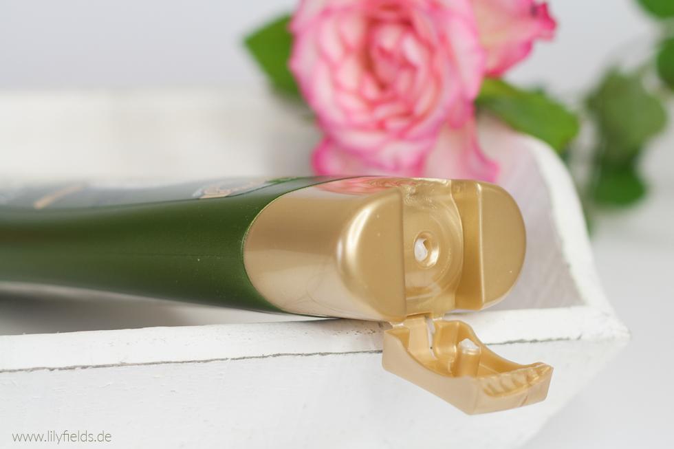 Foto zeigt Spülung Garnier Wahre Schätze Mythische Olive