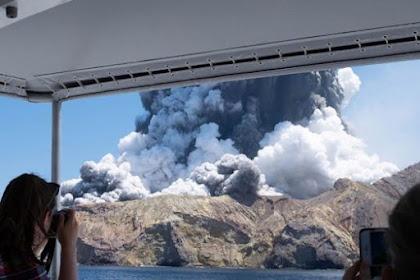 Gunung Berapi Selandia Baru : Lima Orang Tewas Setelah Letusan White Island