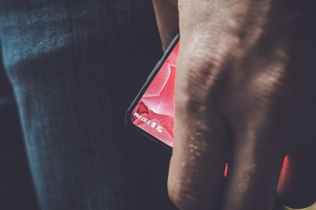 bezel-less smartphone