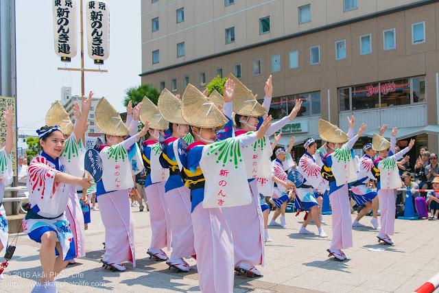高円寺、熊本地震被災地救援募金チャリティ阿波踊り、東京新のんき連の舞台踊りのラストの写真