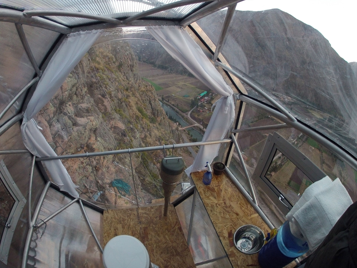 09-Architecture-with-Skylodge-Adventure-Suites-Hanging-Capsules-www-designstack-co