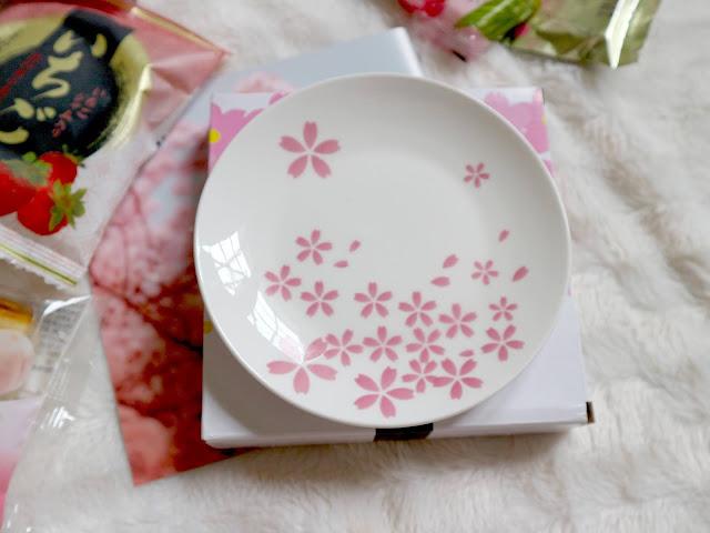Une assiette sakura dans la sakuraco box de mars.