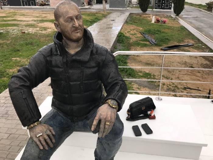 Life-size Statue on Criminal's Tomb and Replica of Audi Q5