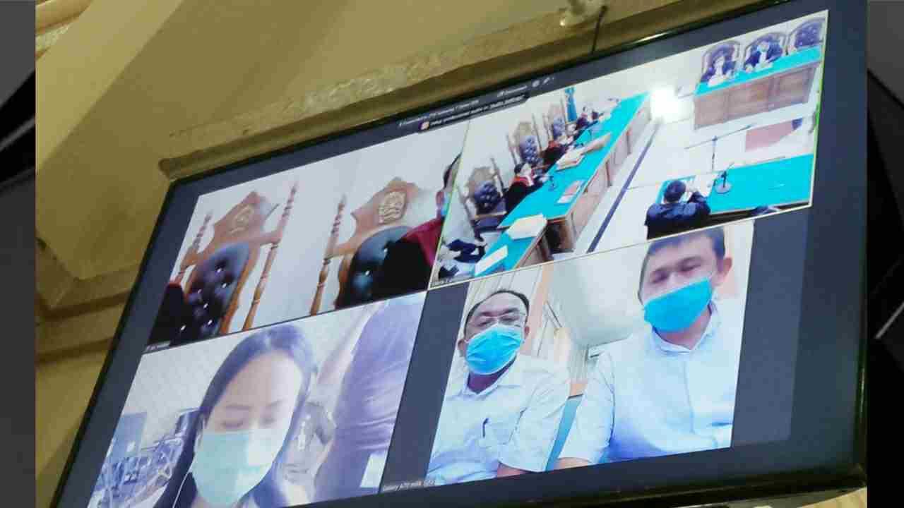 Sidang Vaksin Covid19 Digelar, Ketua Majelis Hakim Keluhkan Sinyal Online dan Tegur Wartawan