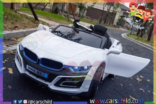 سيارة أطفال تحمل اللون الأبيض تشتغل عن طريق بطارية كهربائية من نوع 12 فولت