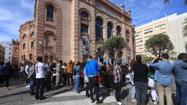 El Cádiz CF y el Ayuntamiento ofrecen el Carranza y el Falla para despedir a Manolo Santander
