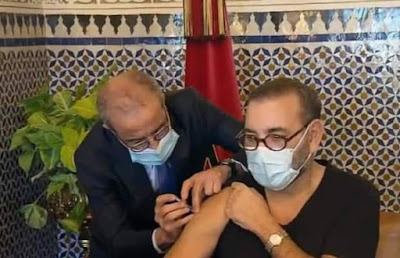 صورة جلالة الملك وهو يتلقى اللقاح الصيني تغزو مواقع التواصل الاجتماعي: و جلالة الملك يرسل رسائل الاطمئنان للشعب..