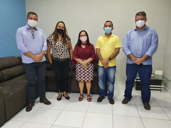Prefeita Belezinha recebe representantes do Banco Santander para tratar das futuras instalações da agência em Chapadinha-MA