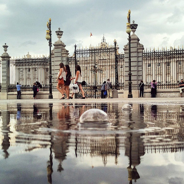 10-Palace-Real-Madrid-Spain-Guido-Gutiérrez-Ruiz-The-World-Reflected-in-Photographs-of-daily-Life-www-designstack-co