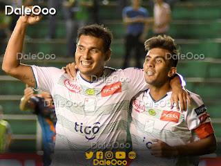 José Alfredo Castillo festeja su gol con Carlos Añez - Sport Boys 1 - Oriente Petrolero 2 - DaleOoo