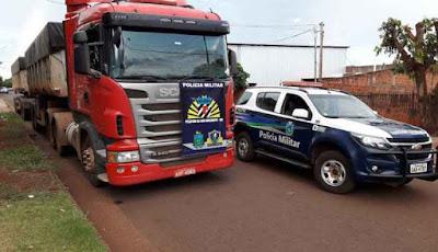 Caminhoneiro contratado para viajar descobre que caminhão era roubado e o dono estava sequestrado