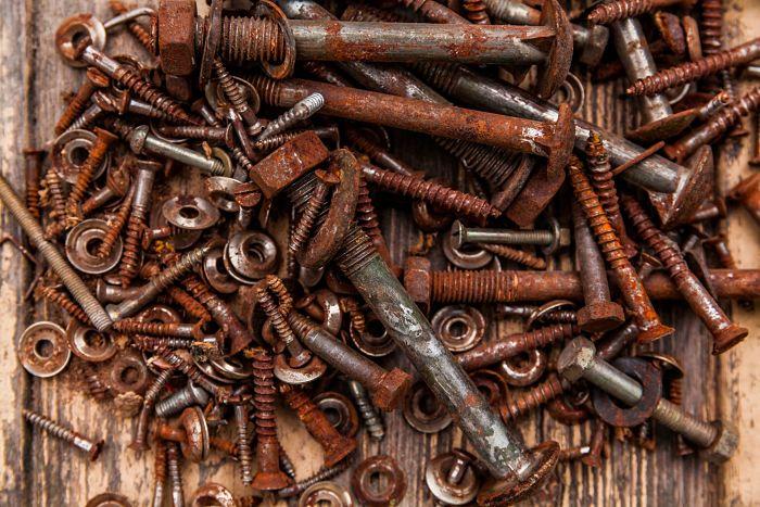 Corrosión en superficies metálicas