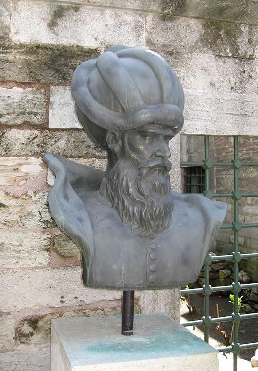 Abdul-Menan Sinan statue