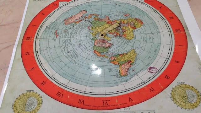Mapa da Terra Plana oficial e patenteado usado em 1982