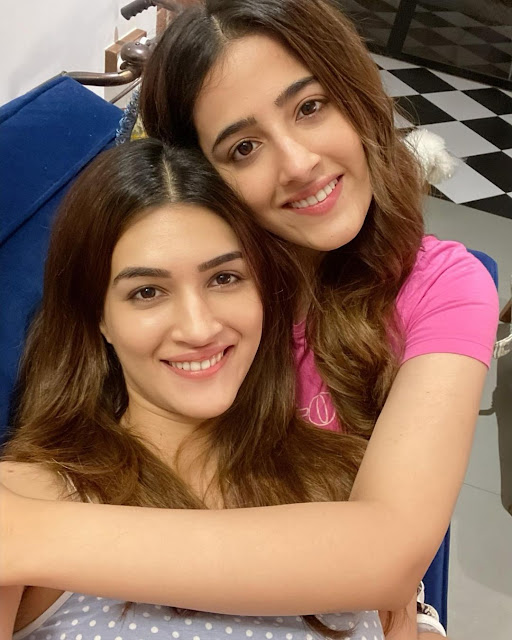 Kriti Sanon  (Indian Actress) Wiki, Biography, Age, Height, Family, Career, Awards, and Many More...
