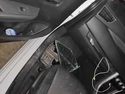 menurunkan kaca mobil dapat mencegah pencurian