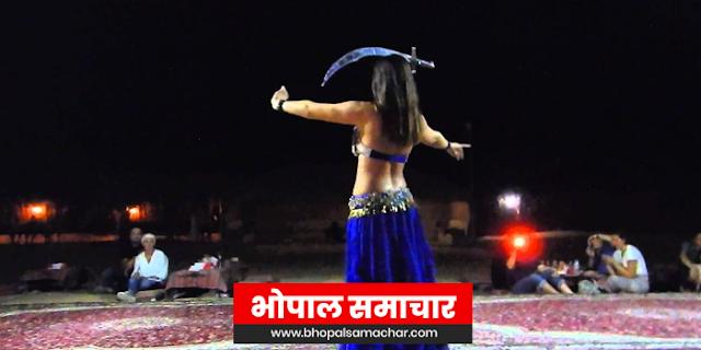 DUBAI घूमने गईं भारतीय युवतियों को बंधक बनाकर HOTEL में DANCE कराया