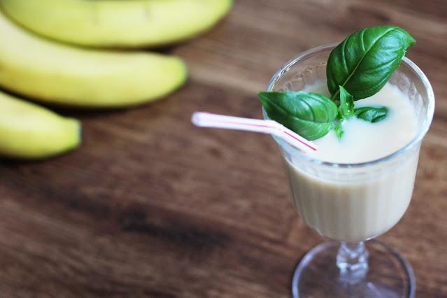 koktajl owocowy z siemieniem lnianym i bananem