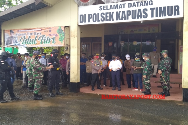 Kapolda dan Gubernur Kalteng Tinjau Pos Operasi Ketupat Telabang di Kapuas