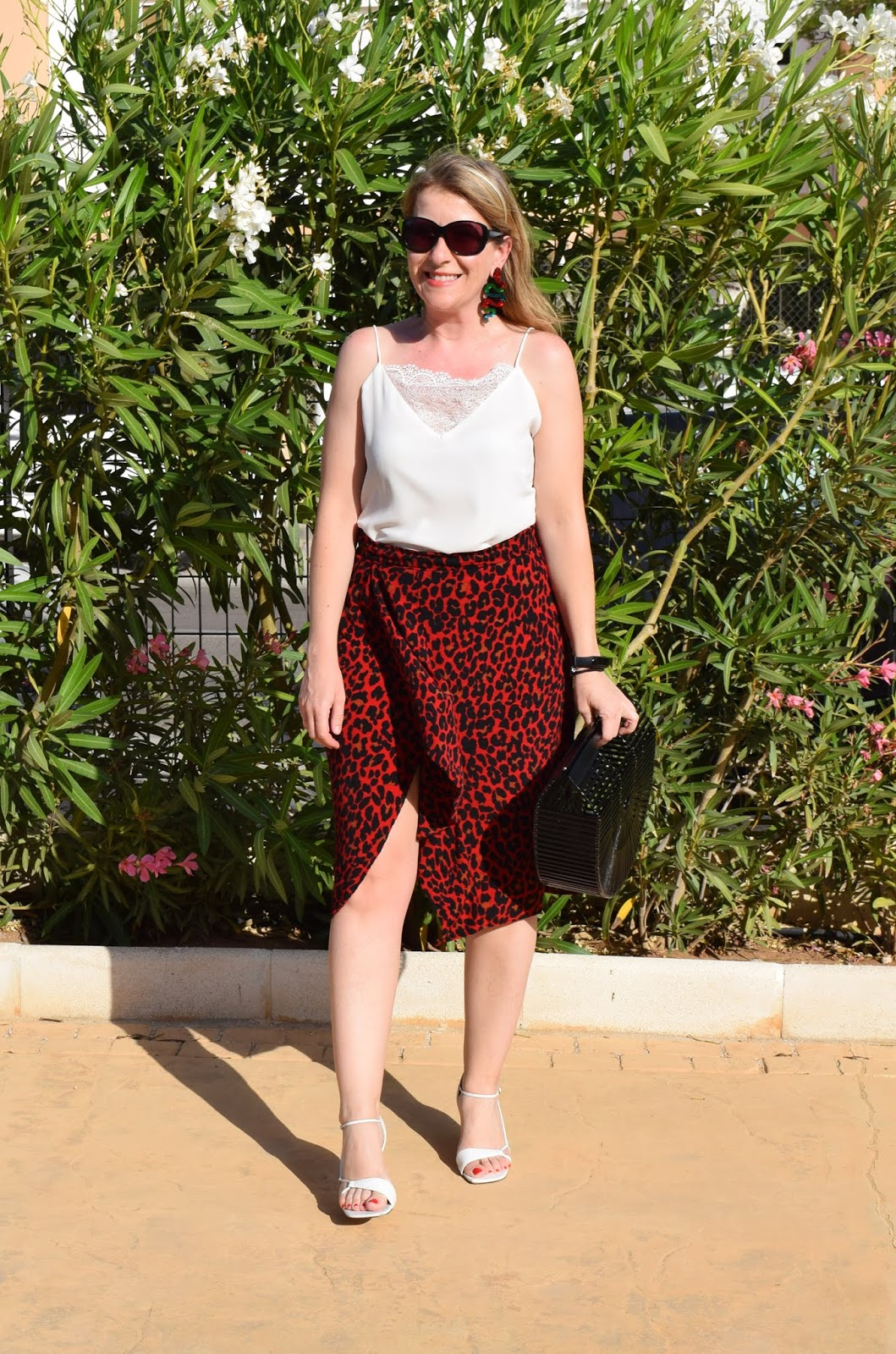 leo_red_skirt_in_summer