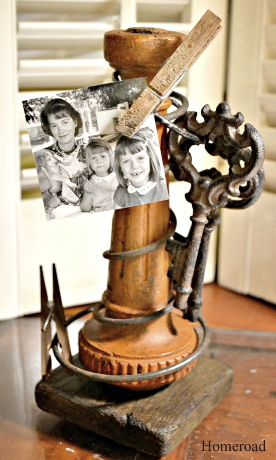 Repurposed Rustic Rusty Spring Photo Display. Homeroad.net