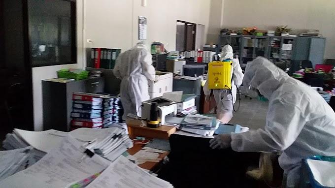 Universitas Jember Tim Tanggap Darurat Kesiagaan Bencana Covid -19 Penyemprotan.