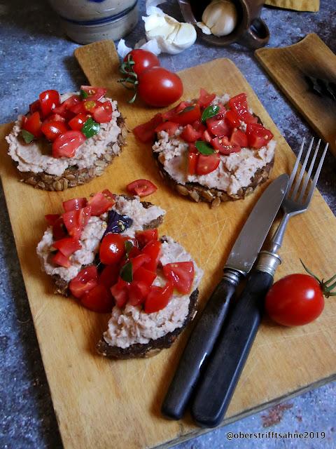 vegetarisch Bohnencreme aufs Brot