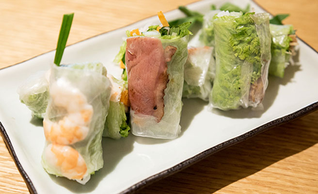 Fresh Rice Paper Rolls with Chicken or Prawn