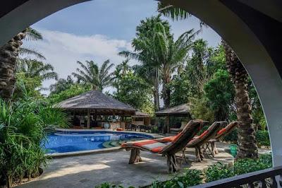 We're Hiring Coconut Lodge Resort  1. Waiters (Perempuan)  2. Cleaning Servis (Laki-laki)  3. Gardener (Laki-laki)  4. Purchasing (Perempuan)