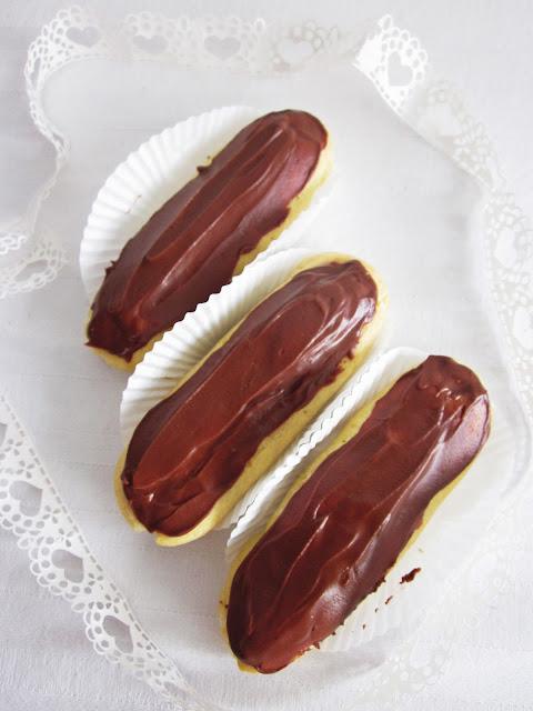 Schokoladen-Eclairs von oben