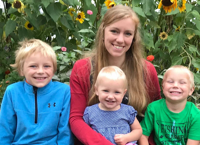 Lindsey lives on a small hobby farm with her husband and 3 (soon-to-be-4) children. You can find them reading books, wrangling sheep, and surrounding themselves with their closest friends.