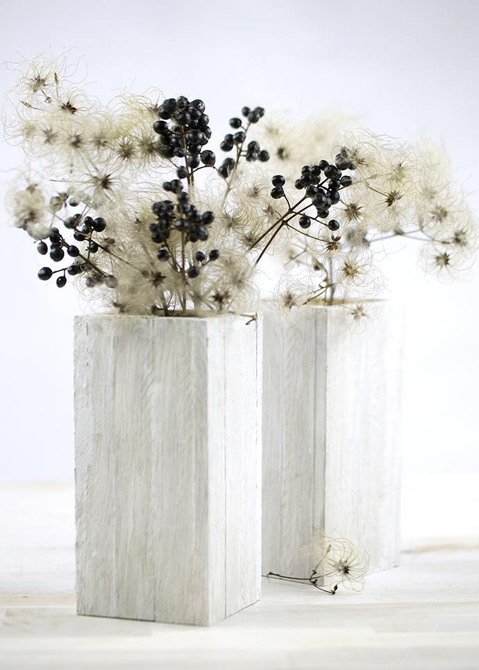 DIY Vasenüberzieher aus Stäbchenparkett | Variante in Holz, weiß gestrichen