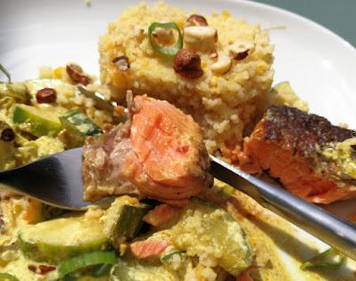 Lachsforelle mit Hirse-Linsen und Gurken-Curry