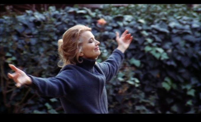 A Woman Under The Influence - Κριτική Ταινίας