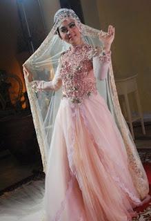 Model Baju Muslim Glamor Ala Syahrini