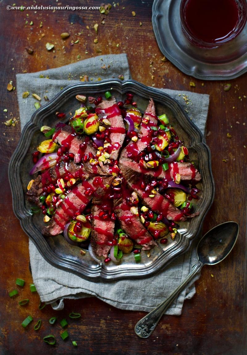 jouluinen salaatti_paahdettu ruusukaali_piparkakkumauste dry rub flank steak_glögisiirappidressing_2