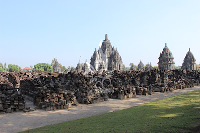 candi hindu terbesar di Indonesia