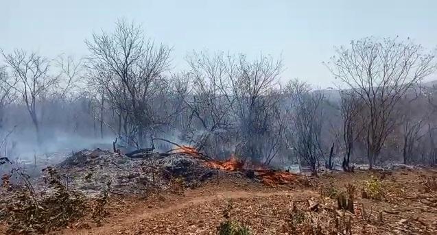 Incêndio está ativo há 3 dias na comunidade Paquetá em São João da Varjota