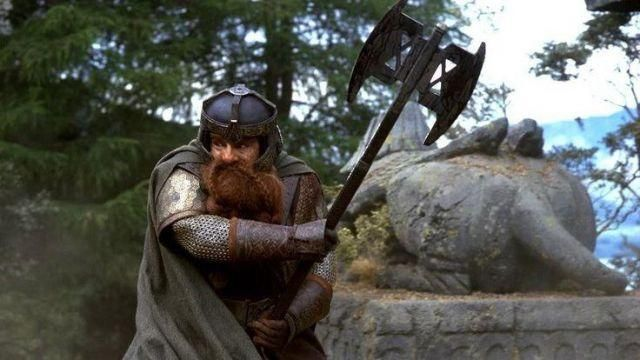 gimli swining battle axe